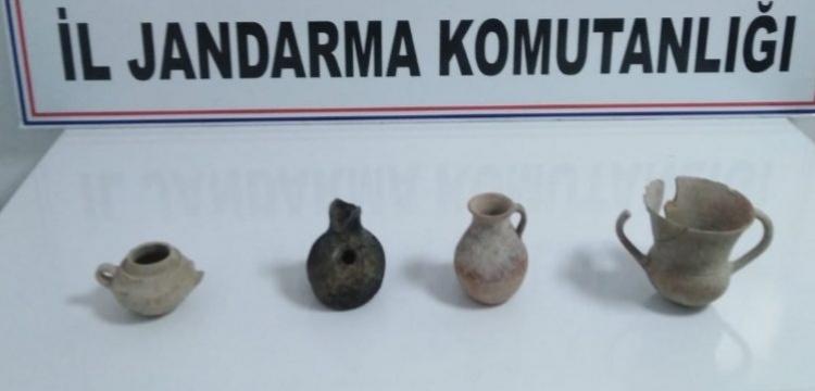 Isparta'da bir araçta 4 adet Tunç Çağı vazosu yakalandı