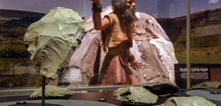 Dünyanın dördüncü en eski paleolitik insan aletleri Van'da sergileniyor
