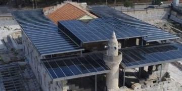 Kadirlideki tarihi Ala Camisine metal çatı tartışması