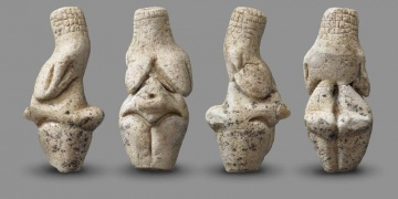 23.000 years-old The Venus of Renancourt discovered in France