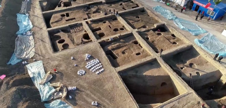 4.000-year-old granaries found in China