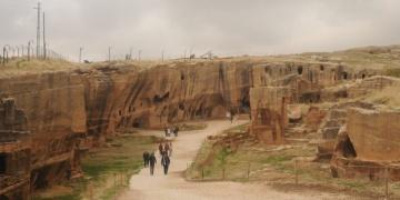 9 ülkenin büyükelçileri Dara Antik Kenti ve Kasımiye Medresesini gezdi