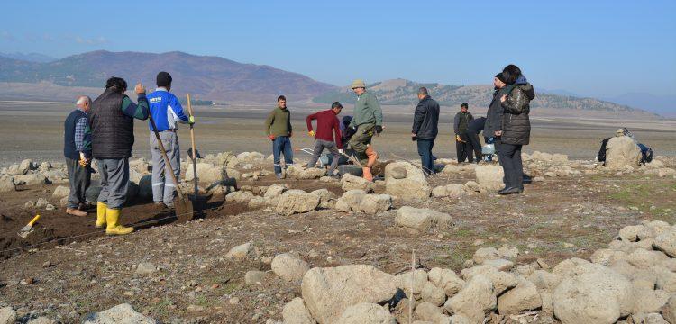 Arkeologlar su yüzüne çıkan Hamamlar Höyüğü'nde zamanla yarışıyor