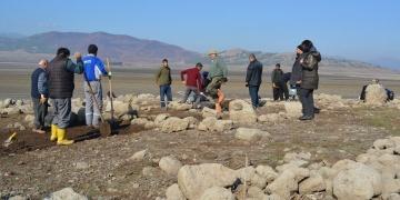 Arkeologlar su yüzüne çıkan Hamamlar Höyüğünde zamanla yarışıyor