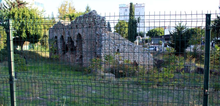 Tarihi Roma Hamamı kalıntısını korumak belediyeye pahalıya mal oldu!