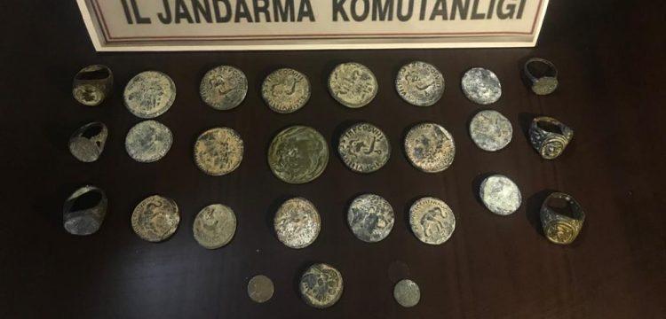Mersin'de tarihi eser olduğu tahmin edilen 27 tarihi obje yakalandı