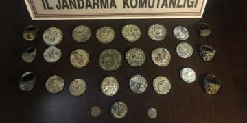 Mersinde tarihi eser olduğu tahmin edilen 27 tarihi obje yakalandı