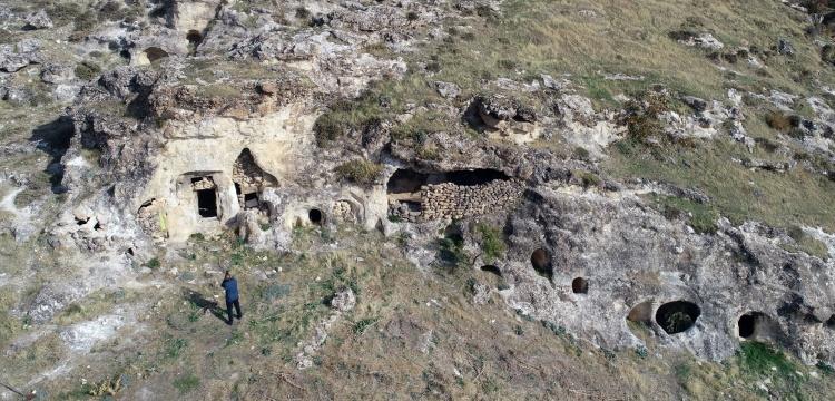 Silvan'da Kaya Mezarı içinde Süryanice kitabe bulundu