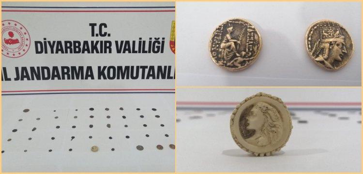 Diyarbakır'da satılmak istenen sikkeler Jandarma ekiplerince ele geçirildi