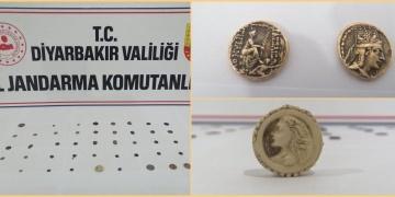 Diyarbakırda satılmak istenen sikkeler Jandarma ekiplerince ele geçirildi