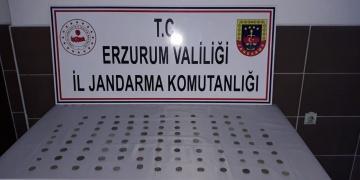 Erzurumda bir araçta 101 gümüş Bizas sikkesi yakalandı