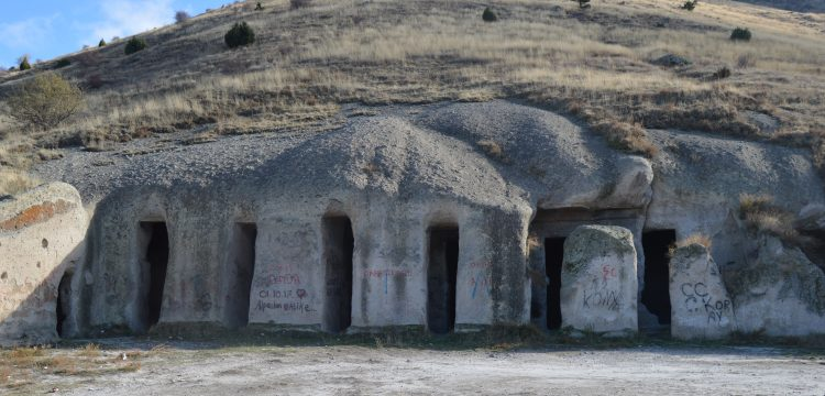 Bolvadin'deki Bizans kaya yerleşimi Yedikapılar Yeraltı Şehri