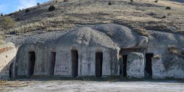 Bolvadindeki Bizans kaya yerleşimi Yedikapılar Yeraltı Şehri