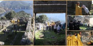 Ortodokslar Noel Babayı Saint Nicholas Adasındaki kilise kalıntısında andı