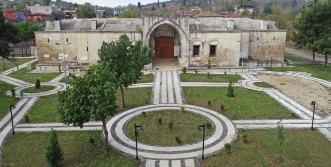Adananın Ceyhan ilçesindeki Kurtkulağı Kervansarayı