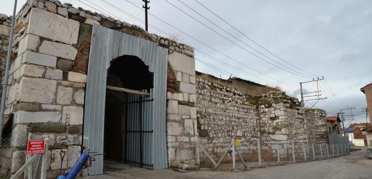Çorum Kalesi Restorasyon Projesi kapsamında metruk binalar yıkılıyor