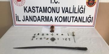 Kastamonuda satılmak istenen tarihi eserler yakalandı