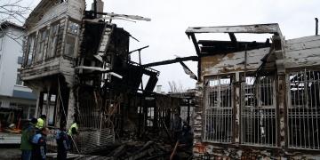 Tekirdağda Reşat Nurinin de yaşadığı tarihi ev yandı