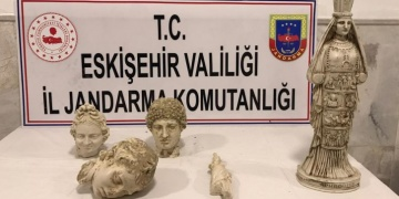 Eskişehirde tarihi eser olduğu sanılan üç heykel başı ve iki kadın heykeli yakalandı