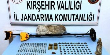 Kırşehirde definecilerin bulduğu 222 parça tarihi eser satılamadan yakalandı