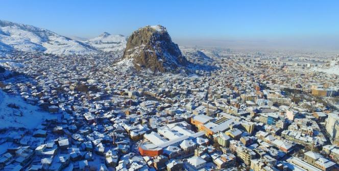 Afyonkarahisarın simgesi Karahisar Kalesinden kış manzaraları