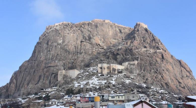 Afyonkarahisar'ın simgesi Karahisar Kalesi'nden kış manzaraları