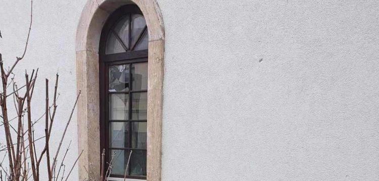 Bosanska Dubica'daki tarihi Çarşı Camisi'ne taşlı saldırı yapıldı