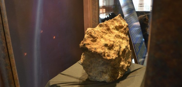 69 kiloluk Gerdekkaya Göktaşı Çorum Müzesi'nde müşteri bekliyor