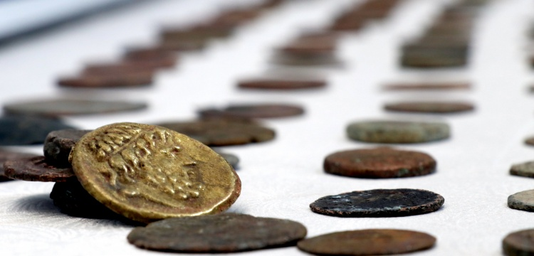 Yalova'da bir kısmı bronz, bir kısmı altın 862 sikke yakalandı