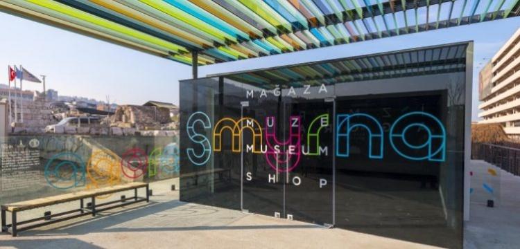 Antik Smyrna Agorası'nın modern giriş kapısı dikkat çekiyor