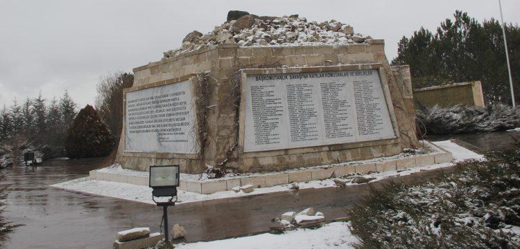 Afyonkarahisar'da 18 metrelik Atatürk Anıtı rüzgardan dolayı yıkıldı