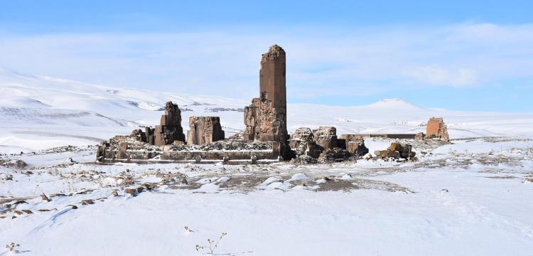 Ani Harabeleri çetin kışta da ilgi görüyor