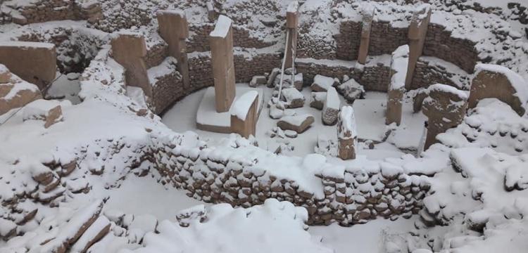 Göbeklitepe'ye kar yağınca, çatı örtüsü tartışması başladı