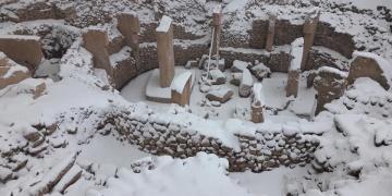 Göbeklitepeye kar yağınca, çatı örtüsü tartışması başladı