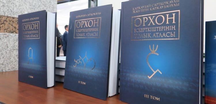 Orhun Yazıtlarının Tam Atlası 3 cilt olarak Kazakça yayınlandı