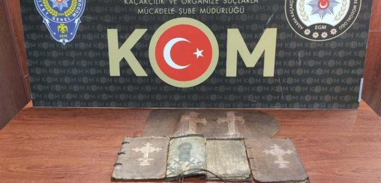 Adana'da Hıristiyan içerikli el yazması 3 dini kitap ele geçirildi