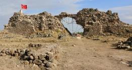 Karacahisar Kalesi 2019 yılı arkeoloji kazılarının buluntuları açıklandı