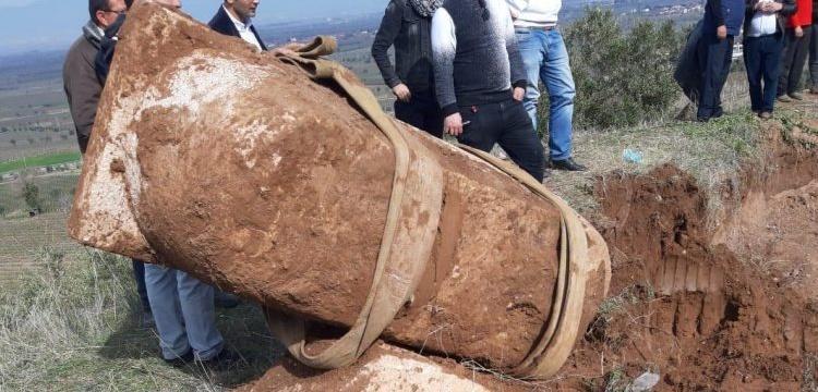 Manisa'da kaçak kazıda lahit bulan defineciler yakalandı