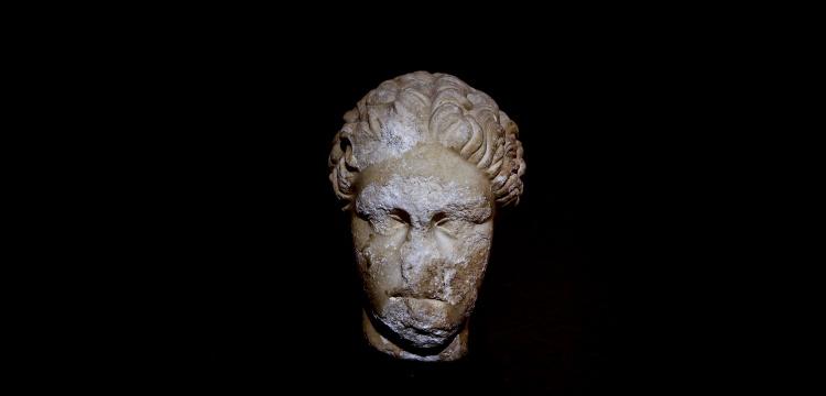 Sappho'nun portre heykeli 48 yıldır Antalya Müzesi'nde sergileniyormuş