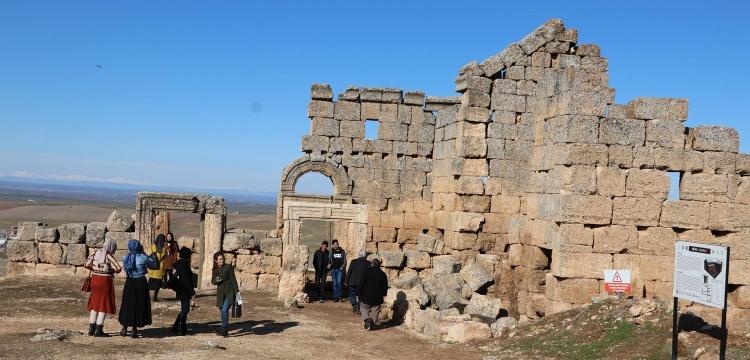 Zerzevan Kalesi Turizmin gözde mekanı haline geldi