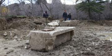 Burdurda tarladan Roma dönemi yapı parçaları çıktı