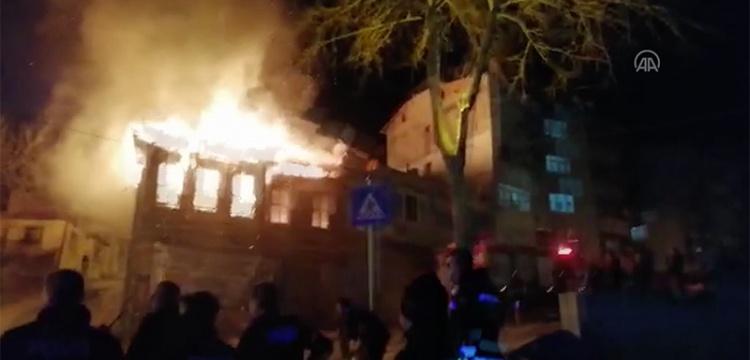 Tekirdağda tarihi bir bina daha yangına teslim oldu