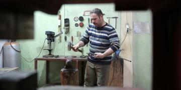 Geleneksel Türk Kılıç Yapım Tekniğini Devam Ettiriyor