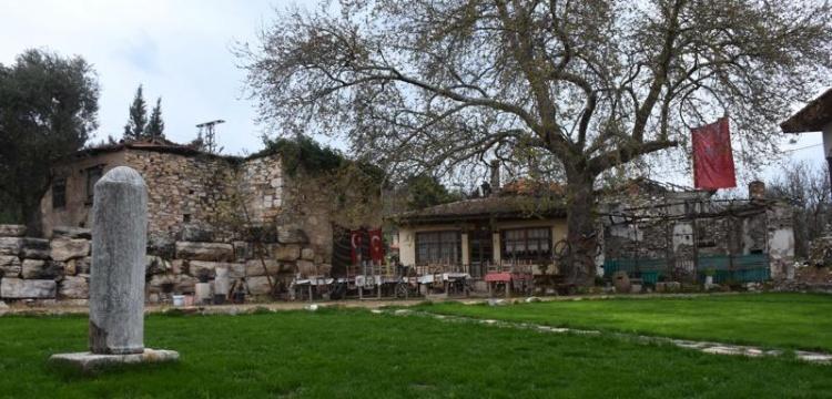 Cumhuriyet'in 10. Yıl Anıtı Stratonikeia Meydanında Sergileniyor