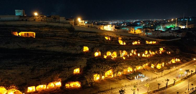 Şanlıurfa'daki Kaya Mezarları Işıklandırıldı