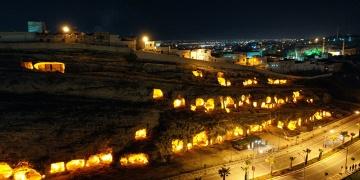 Şanlıurfadaki Kaya Mezarları Işıklandırıldı