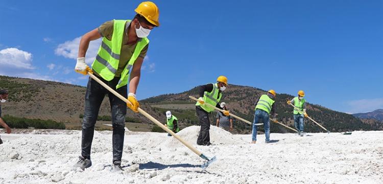 Salda Gölü'nde yapılan tahribat telafi edilmeye çalışılıyor