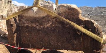 Patara antik kenti kazılarında yazıt bulundu