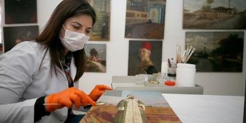 Topkapı Sarayın muhafaza edilen tablolar restore ediliyor
