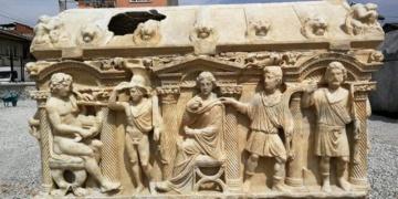 İznikte bulunan lahitte Troya Savaşı tasvir edilmiş